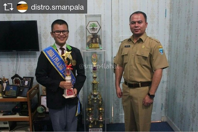 Foto bersama Kepala SMAN 4 Lahat
