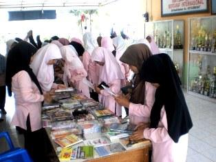 Danus DKM Gelar Bazaar Ramadhan 1432H
